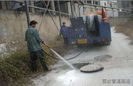 主管道堵塞了,导致排水管道无法顺畅排水