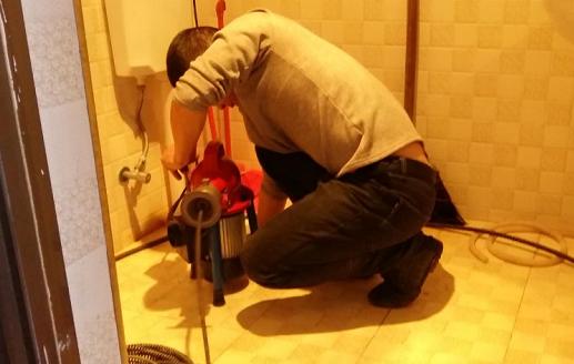 滨江路厕所管道疏通