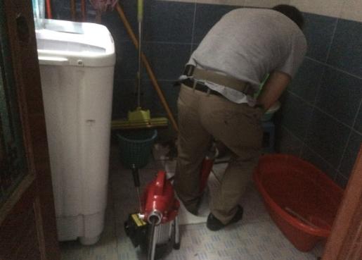 疏通厕所管道堵塞容易吗?