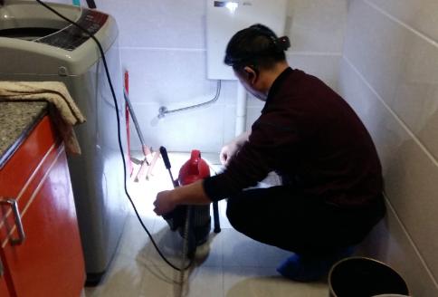 如何正确使用彭水管道疏通工具高压清洗车?