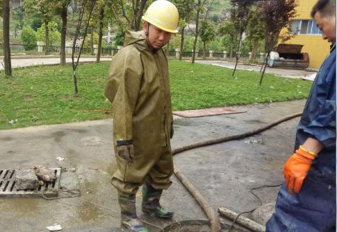 如何避免在清理化粪池之中沼气中毒?